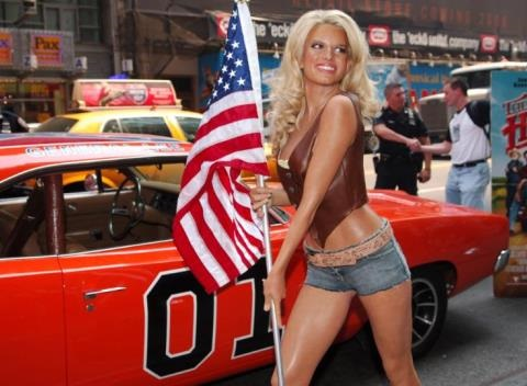 News video: Jessica Simpson Looks Super Skinny, Flaunts Toned Legs In Daisy Dukes